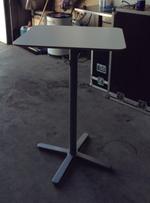 Højt bord f.eks. til BGM jukeboks.