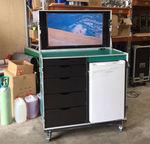 Messeskab m. køl, 40 LCD, 4G modem.